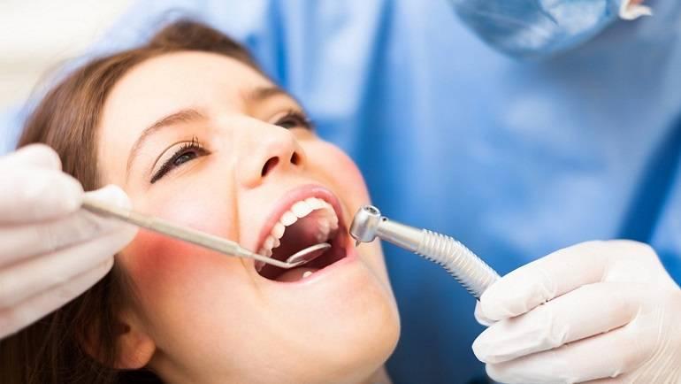 Implantologia dentale a Roma: di cosa si occupa